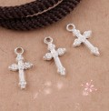 1 stk. Silver plated Flower Cross charms. 19 mm.